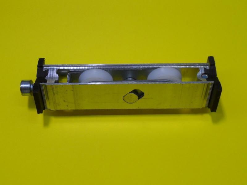 Roulette kawneer pour baie vitr e coulissante r f dr0100 for Roulette pour baie coulissante