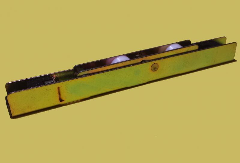 Roulette roto pour baie vitr e coulissante r f 297216 for Roulette pour baie coulissante